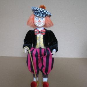 Клоун в клетчатой кепке